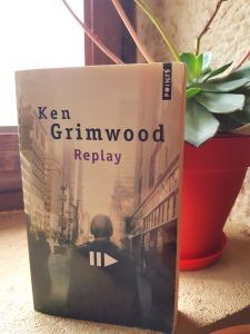 """Replay"" de Ken Grimwood."