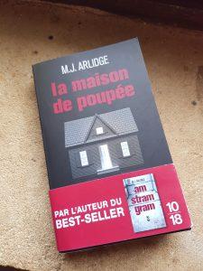 """""""La maison de poupée"""" de M.J Arlidge. Chroniques de livres et conseils de lecture par MLBA."""